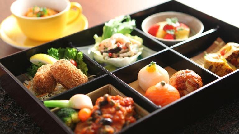 日清の食卓便と冷凍ご飯を使おう!!